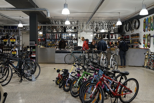 Photos of the new Brixton Cycles store and cafe, 296-298 Brixton Road, Brixton, London SW9, March 2016