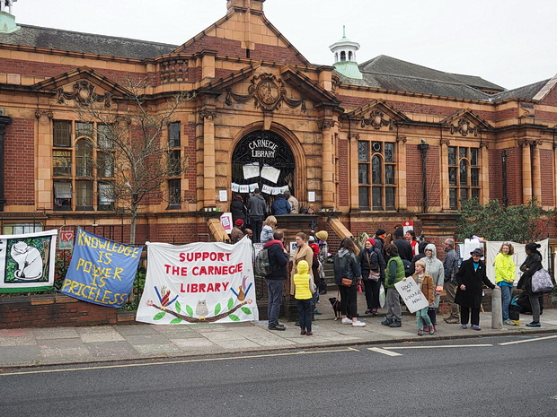 In photos: Carnegie Library occupation day 3, 2nd April 2016
