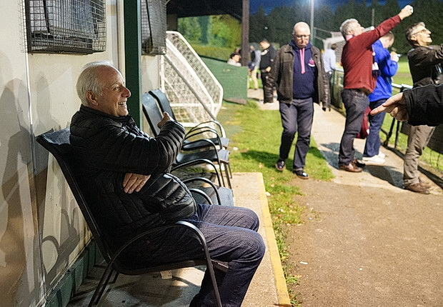 Dulwich Hamlet thrash Mertsham 4-1 to move third in the table, Tuesday 11th April 2017