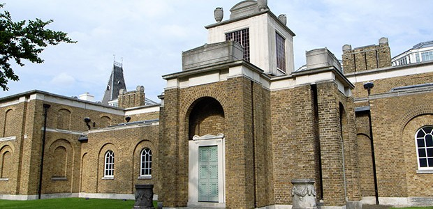 Gallery assistants at the Dulwich Picture Gallery have started a campaign to fight large staff cuts that have been proposed at the south London gallery.