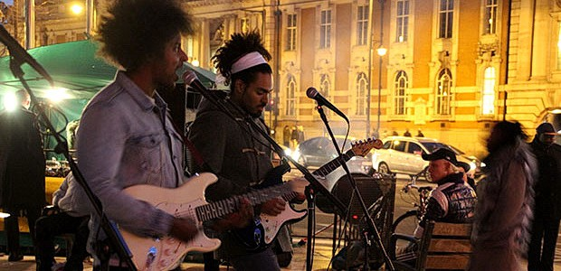 Local bandThe Thirsthave returned to their home patch after a recent sell out gig at the 100 Club to entertain a mixed crowd of commuters on the way home,as well […]